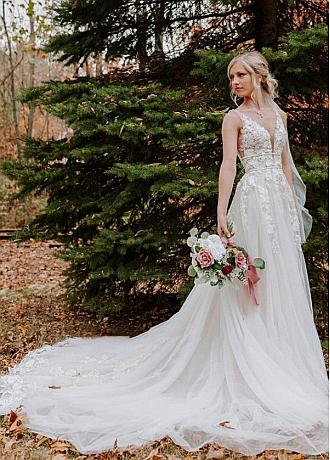 Glamorous Tulle V-neck Neckline A-line Wedding Dress With Lace Appliques & Beadings