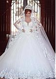 Stunning Tulle Off-the-shoulder Neckline Ball Gown Wedding Dresses With Beaded Lace Appliques