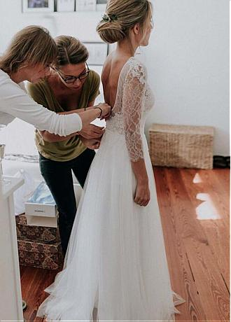 Winsome Tulle & Lace Floor-length A-line Wedding Dresses With Lace Appliques